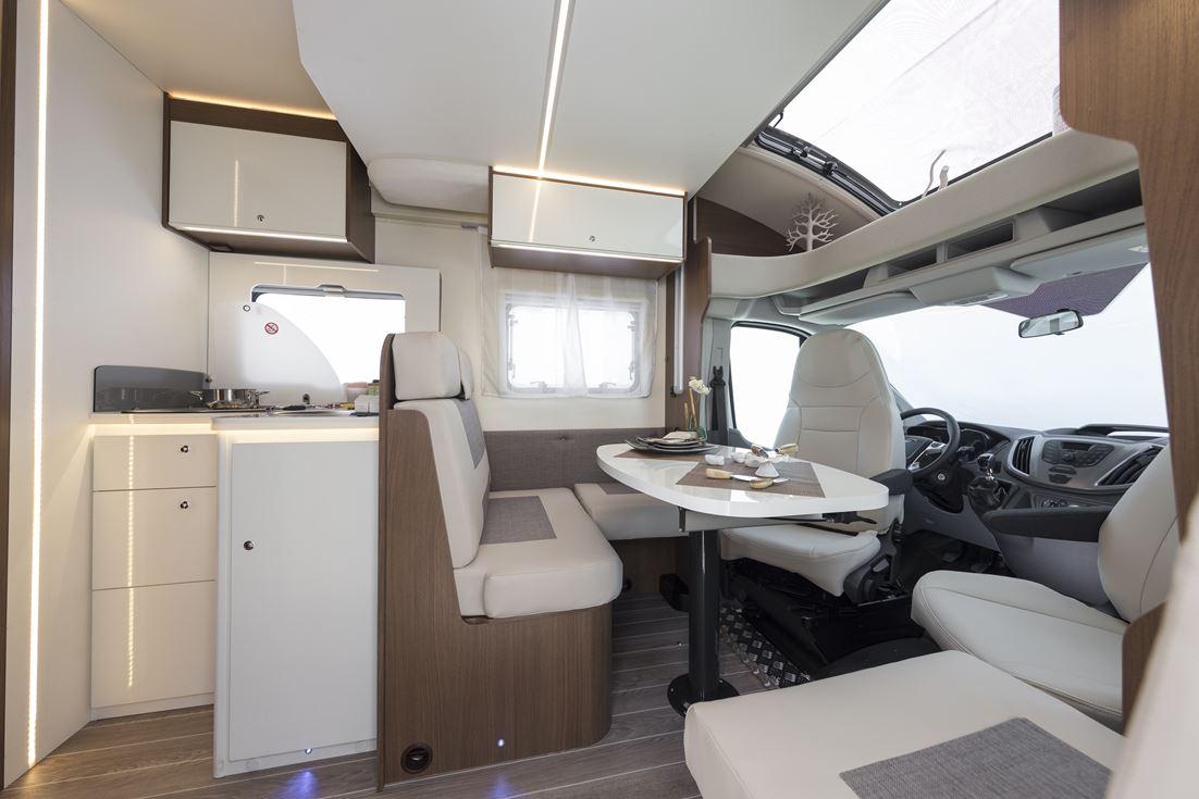 Autocaravana continental 73 perfilada 5 plazas caravana for Dimensiones cabina inodoro